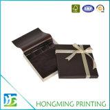 Caixa de papelão de chocolate em papelão com fita de seda