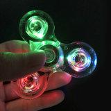 Hilandero cristalino de la mano del hilandero de la persona agitada de la linterna transparente del LED