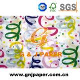 Un côté imprimé de belles images de tissus pour l'emballage du papier