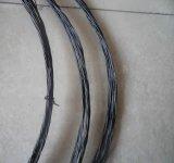 黒によってアニールされるワイヤー構築の鉄棒か黒いアニールされたツイストワイヤー
