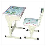 Kursteilnehmer-Tabelle u. Stuhl (KT004E)