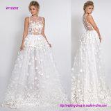 flores 3D com o vestido de casamento dos cristais
