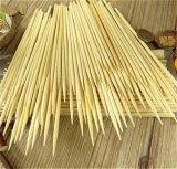 Spiedi di legno del BBQ della betulla a gettare del commestibile
