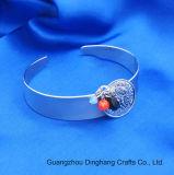 方法3カラーガラス水晶ビードの女性の宝石類のブレスレットの宝石類のためのレトロの円形の浮彫りになるヘッド肖像画の魅力の開いた腕輪