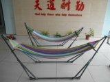 De Vrouwen die van de Kleur van de regenboog Hangmat vouwen