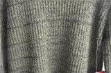 冬の長い袖の純粋なカラーによって編まれる人のセーター