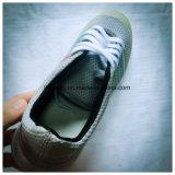 クールなデザインの人のバスケットボール靴