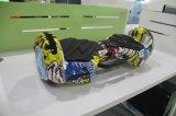 ハンドル電気Hoverboardが付いている2つの車輪のスマートなバランスの電気スクーター