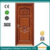 As portas interiores em madeira com vários tamanhos e estilos