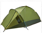 Pali di alluminio impermeabilizzano la tenda per accamparsi