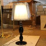 Lampada nera Polished del tavolino da notte della resina per il progetto dell'hotel