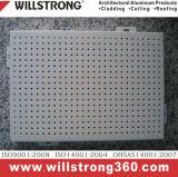 耐火性壁のクラッディングのためのアルミニウムパネル