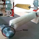 Под действием электропривода щетки для очистки системы очистки ленты транспортера
