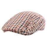 方法Trilbyのゴルフ帽子のキヅタのベレー帽を点検しなさい