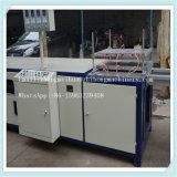 Machine à fabriquer des tôles en fibre de verre