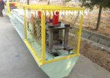 O aço perfila a porta do obturador do rolo que dá forma à máquina