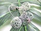 Boho様式の女性のための空の花の形のスタッドのイヤリング