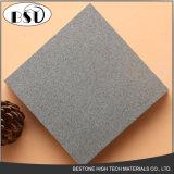 小粒子が付いている最も新しく純粋な灰色の水晶平板