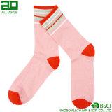 Самые новые розовые изготовленный на заказ оптовые носки женщин