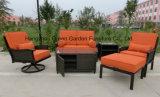 Sofá do giro do Rattan do jardim ajustado com mesa de centro do armazenamento
