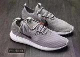 Новый спорт конструкции обувает обувь идущих ботинок