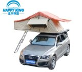 キャンプのための車の屋根の上のテント