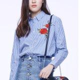 方法女性の余暇の細いホローバックの縞の刺繍のTシャツのブラウス