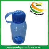 Farbige Saft-Plastikflasche mit Überwurfmutter