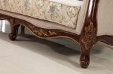 標準的なファブリックソファ木フレームが付いているアメリカの旧式なアーム椅子