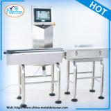 Poids examinant la machine pour assurer la chaîne de production