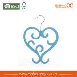 O formato especial de grande coração lenço de plástico de veludo cabide