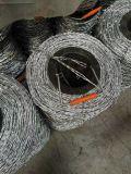 2.4mm * 2.4高品質のmmによって電流を通される有刺鉄線の塀/有刺鉄線