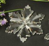 Кристально чистое изображение большего размера со снежинкой для украшения елки