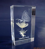 Кристаллический кубик с гравировкой лазера 3D