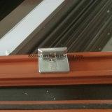 Gehangenes Spitzenfenster mit bereiftem Glas
