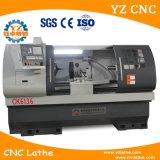 De vlakke CNC van het Bed Machine van de Draaibank met de AutoVoeder van de Staaf