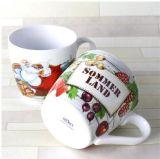 Taza de café de cerámica blanca a granel con la cuchara