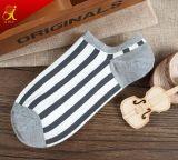 Neuer Entwurfs-Form-Muster-Streifen trifft Mann-Knöchel-Socken hart