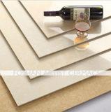 白いチューリップの磨かれた磁器のタイル