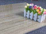 China-heißer Verkauf glasig-glänzende keramische Fußboden-Fliese für Projekt