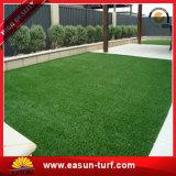 Naturaleza que mira la hierba artificial impermeable que ajardina en crisol con los certificados del SGS