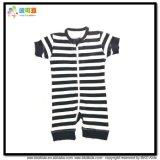 La chemise courte de vêtements de bébé d'impression de véhicule aboie barboteuse
