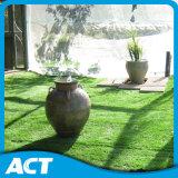 Grama artificial de fibra auto-resistente para o jardim ao redor da piscina