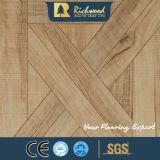 Werbung8.3mm Woodgrain-Beschaffenheits-Teakholz eingewachsener umrandeter lamellierter Fußboden