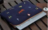 Kundenspezifischer Größen-Junge-Entwurfs-Segeltuch-Stickerei-Gestaltungsarbeits-Laptop-Fall-Beutel, praktische Fabrik stellen Laptop-Hülse mit geschütztem Pelz-Futter her