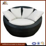 防水クッション(WF050050)が付いている藤の屋外の円形の寝台兼用の長椅子