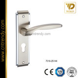 ヨーロッパの標準的で簡単な亜鉛合金のZamakのドアの版のハンドル(7019-Z6014)