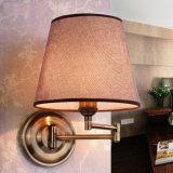 Lámpara de pared moderna del diseño del hotel del dormitorio con el enchufe de potencia