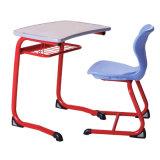 Escritorio y silla de madera de acero de los estudiantes de la escuela estilo caliente de la venta del nuevo