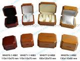 Doos van de Verpakking van de Gift van de Juwelen van het Ontwerp van de douane de Glanzende Gelakte Houten met Uw Embleem